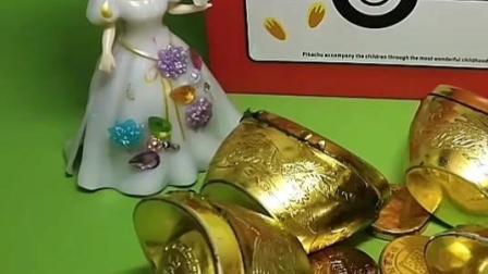 白雪养了一只小猫,不吃金币巧克力,只吃金灿灿的金币