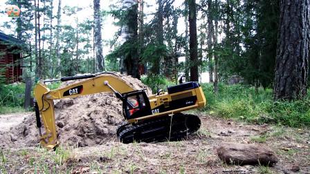 自卸小拖车玩具,儿童仿真挖掘机在森林里挖泥土