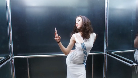 金晨爆笑合集,电梯里撞衫热巴这一段,我也就看了十遍