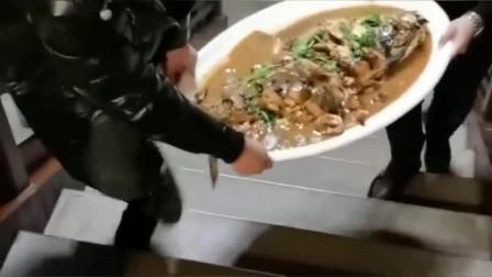 这个菜肯定不是出自香港大厨的手艺,一看就知道学徒做的