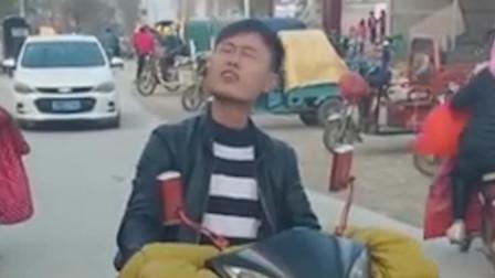 帅哥模仿天津网红大爷唱歌,唱的太入醉了