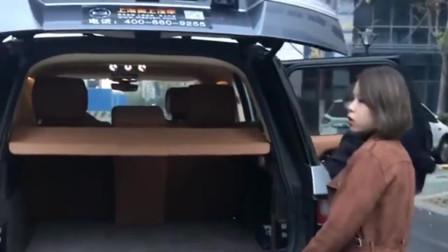 广东深圳90后美女提的大路虎,现在再一下准备交车,不愧是人生赢家