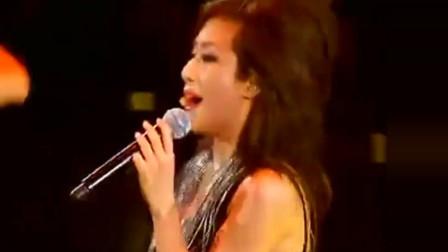 林忆莲热唱《疯了》现场魅力无穷,这才是演唱会!