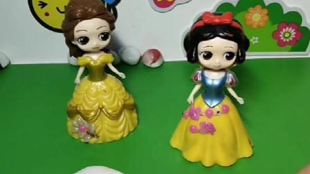 皇后快过生日了,给贝尔白雪巧克力蛋糕,让公主们做蛋糕