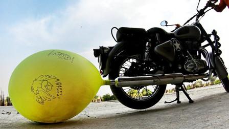 将气球套在摩托车排气管处会怎样?印度小伙亲测,场面太壮观了
