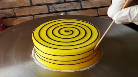 香港的烘焙大师这才是高手,竹签都都可以画出这么美的蛋糕,看得我都舍不得吃了!