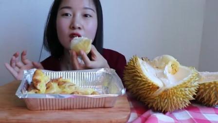 小姐姐吃榴莲芝士饼,嫌弃不拉丝,果断改吃榴莲!