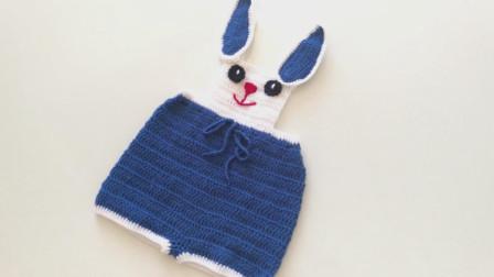 毛线编织教程,小兔子背带裤的钩织方法!