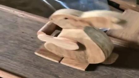 牛人发明:第一次看到会跑的木头,广西的工匠都是开挂的吧,真厉害啊