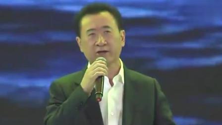 王健林这首《朋友》真是唱进了心里,网友:满满有钱人的豁达从容