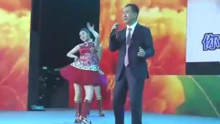 王健林嗨唱张宇快歌,台下员工听得差点跳起来,这歌声太好听了吧