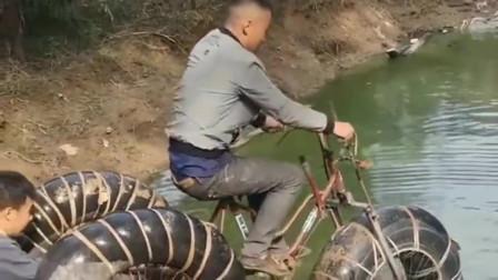 安徽六安市小哥:终于自创出水上自行车了,找个地方先实验一下看看效果!