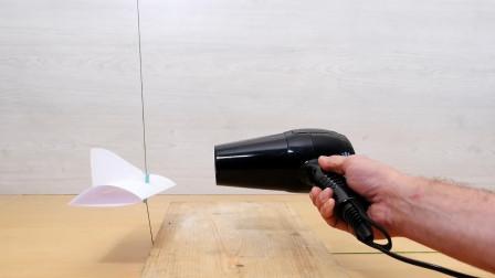飞机动辄上百吨的重量,为何能保持飞行而不掉落?吹风机演示后秒懂
