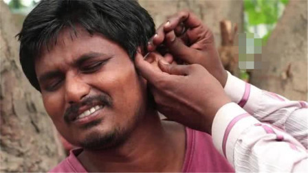 """印度街头的职业""""掏耳人"""",技术有多强?一勺下去怀疑人生!"""