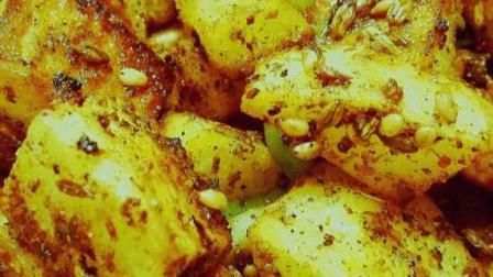 香辣过瘾的孜然土豆丁做法,下酒下饭配上火腿肠就更加完美了