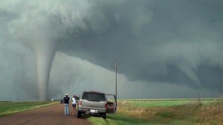 国外出现奇特龙卷风,经过研究后发现,这些陆地龙卷风不简单!