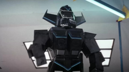 派出机器人当杀手,这可比变形金刚超前,这导演想法还真前卫!