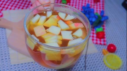 川妹子用白凉粉做了红糖果冻,牛奶水果派,夏天如此吃,超爽口