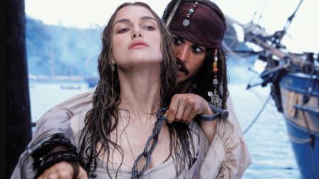 好莱坞神奇的胸部化妆术:《加勒比海盗》女主17岁身材画成27岁