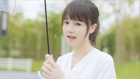 小姐姐雨中深情演唱《雨爱》,粉丝表示太好听了,依然经典!