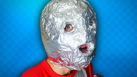 在头上裹满100层锡纸,走在大街上是什么体验?网友:逗比欢乐多!