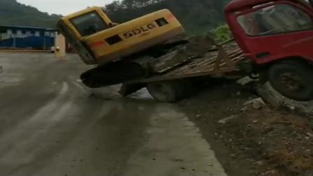 开车的兄弟们注意安全,山东挖机师傅起飞失败,拖车也跟着受连累!