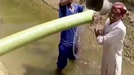 印度农村浇一次地用五个人,这效率真的是没谁了,差距真的太大了