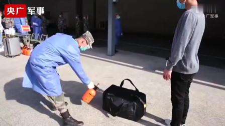 炮兵防空兵学院军校生开学,为了防护疫情,看看他们是怎么的?