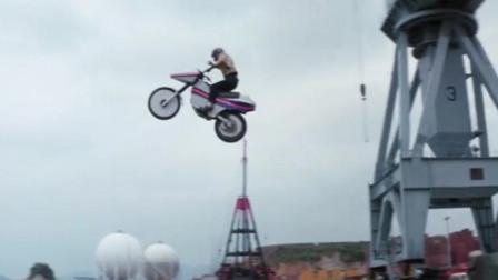 摩托车特技大表演,现在电影中很少再能看到这种场景