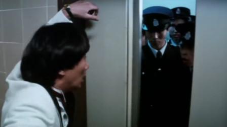 劫匪淡定打开电梯,没想到电梯里全是警察