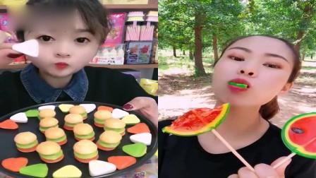 小姐姐直播吃;棒棒糖+迷你汉堡披萨糖,一口下去超过瘾,是我向往的生活