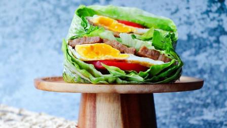 在家复刻关晓彤生菜三明治的做法,包上牛排和煎鸡蛋,一口就爱上