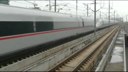 """""""复兴号""""动车组,不减速通过站台,这就是中国速度!"""