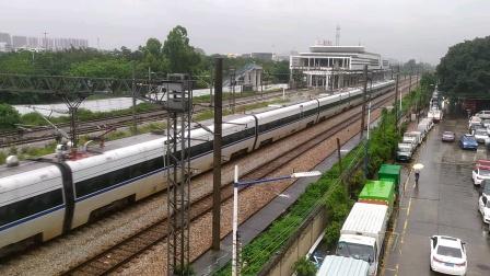 2020年5月31日,C7029次(广州东站—深圳站)本务中国铁路广州局集团有限公司广州动车段广州东动车运用所CRH1A-1015天河东站通过