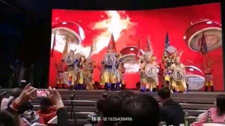 萨满舞《金源神鼓》领舞:南文秀,阿城区海东青艺术团舞蹈队。2019