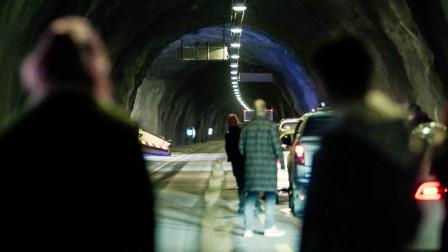 9公里隧道堵车,人们下车却听到巨大声响,等发现不对已经晚了