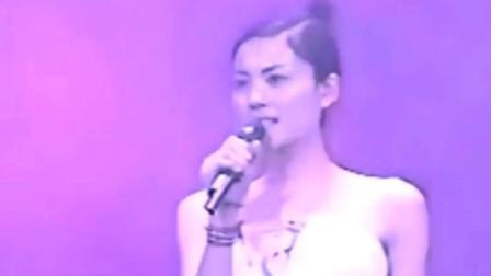 王菲99年日本演唱会,窦唯打鼓,一首黑豹乐队的歌曲《无地自容》致敬经典老歌!