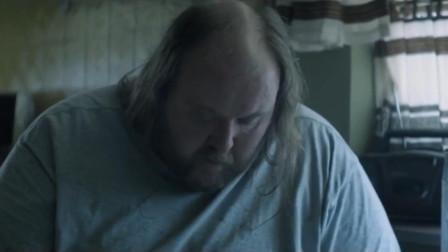 体重200斤,秃顶,40多岁没牵过女人的手,连邻居家的孩子都看不起他
