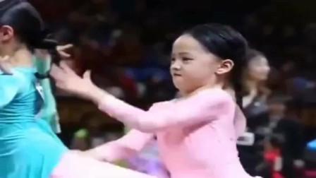拉丁舞中的小仙女,只要音乐响起,表情包萌爆评委老师