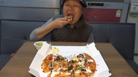 韩国兴森一家三口吃播:给妈妈买了新口味的披萨,应该好好吃,但我没能分得一块!