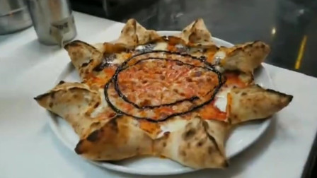 韩国当地的网红烘焙店,芝士披萨,这形状很特殊