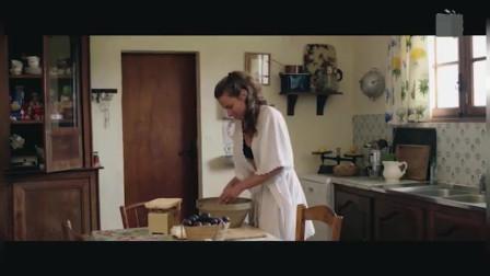 夏日阁楼:莱娜踩中玩具车摔倒,玩具一定要收好,不然隐患很大