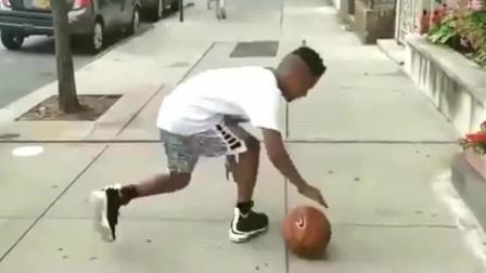 美国人打篮球天赋好?别找借口了,你有这个黑人小孩努力吗