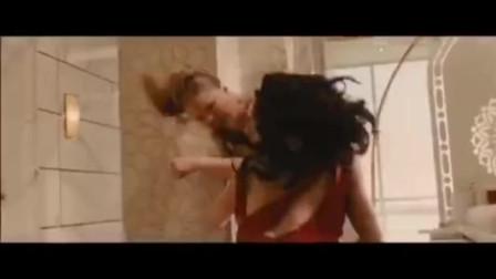 两美女对战拳拳到肉战场面激烈,真是颜值与势力相等电影视频