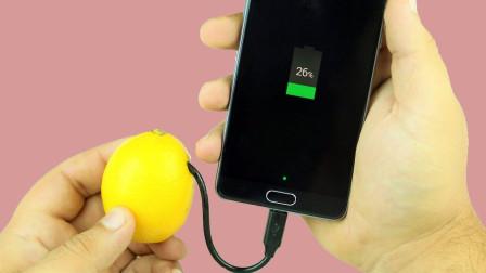 水果能给手机充电么?美女用苹果一试,结果让人不敢相信!