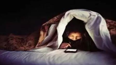 13岁男孩爱玩手机被查出中风这些症状务必要注意