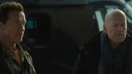 敢死队:铁链对匕首!这才是男人之间的战斗!太酷了!