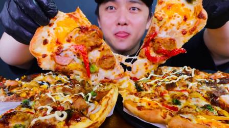 韩国大嘴哥吃播,两份超大披萨,一个人吃四个人的量,太强了!