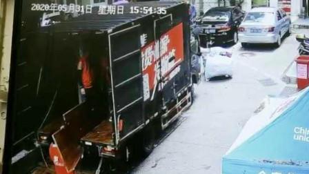 """""""深圳被遗忘28年房产""""最新进展:现住户开始搬了!"""