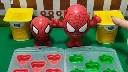 蜘蛛侠和怪兽搏斗时上火了,让小蜘蛛侠做酸奶冰块,小蜘蛛侠做的好吗?